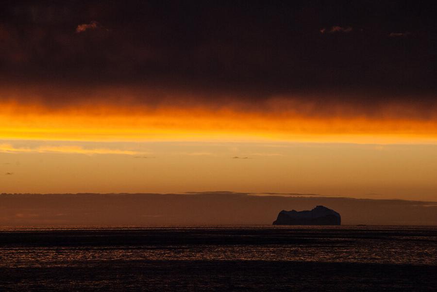 Antartica - Puesta de sol